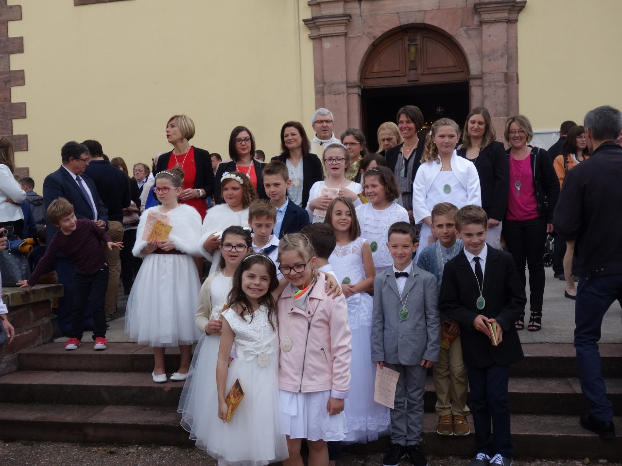 17-05-14-1eres communion guemar